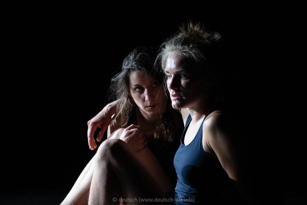 Play Nice   Ariane & Roxana