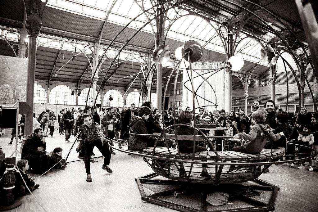 Le Hangar. Tournis